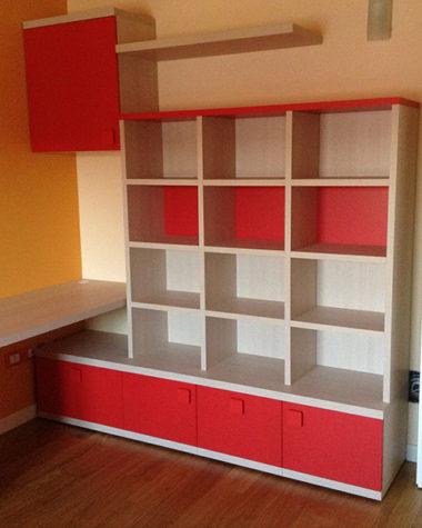 Cameretta per bambini con libreria