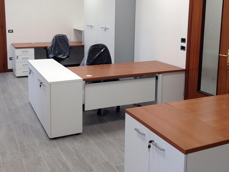 Ufficio completo di mobili