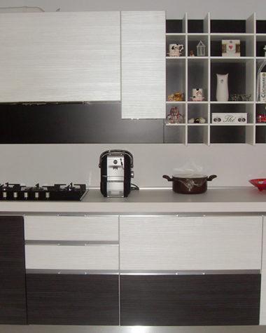 Cucina in pvc pino bianco e nero